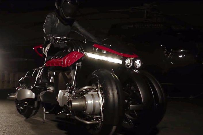 Si vous trouvez que cette moto est impressionnante sur roues, attendez de voir ses réacteurs d'avion s'allumer. (Photos : Motocyclettes Custom Lazareth)