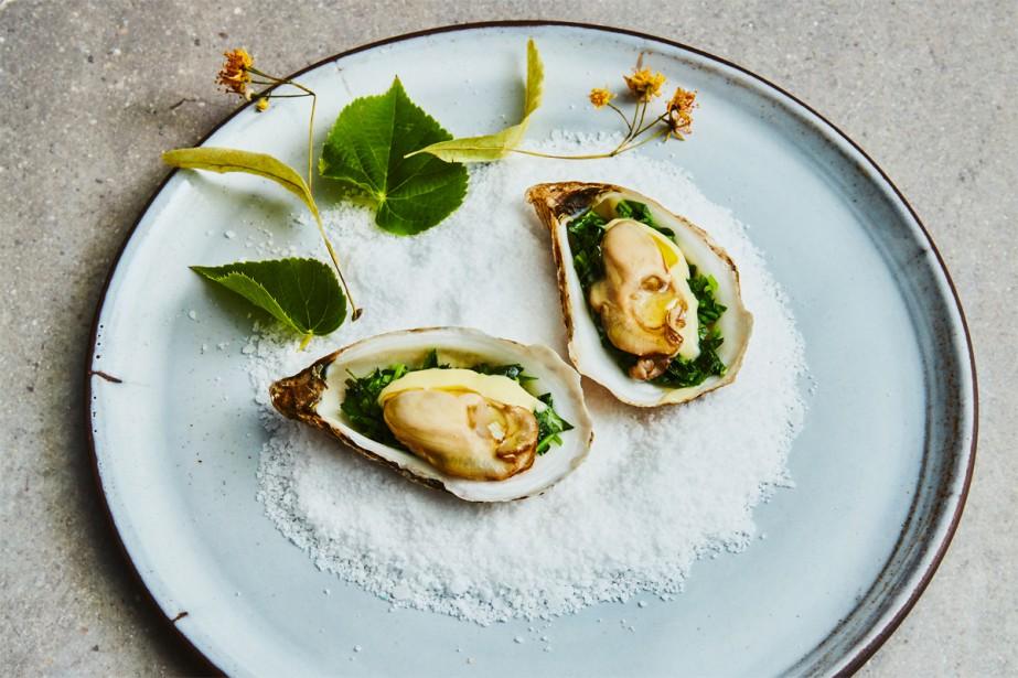 Les huîtres tièdes au tilleul et au cresson... (Photo Dominique Lafond, les éditions Flammarion)