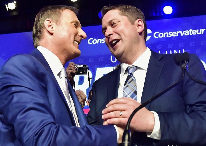 Maxime Bernier et Andrew Scheer lors du couronnement... (Photo Frank Gunn, ARCHIVES LA PRESSE CANADIENNE)