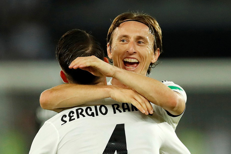 Sergio Ramos célèbre son but en compagnie de... (PHOTO ANDREW BOYERS, REUTERS)