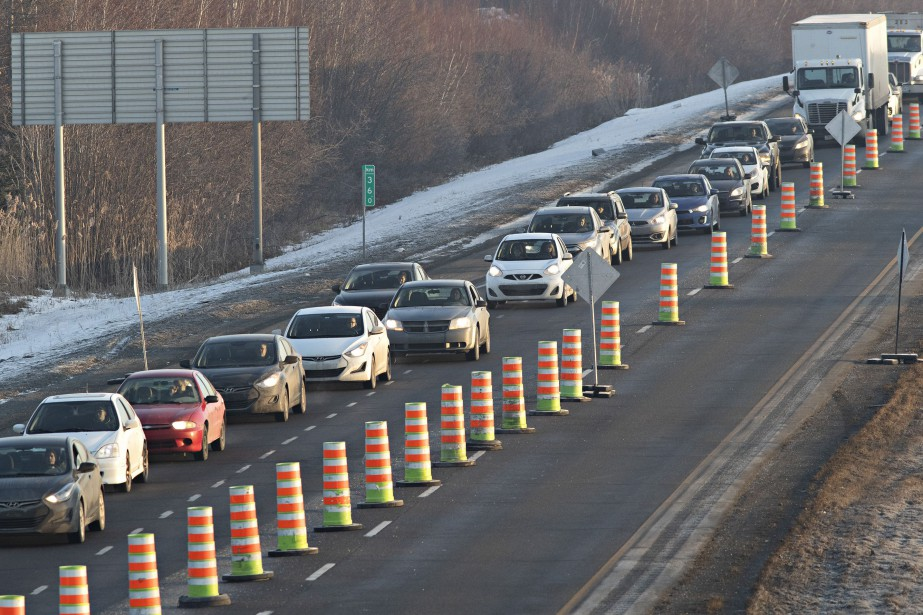 L'autoroute 30 direction Est est fermée à... (Photo PATRICK SANFAÇON, LA PRESSE)