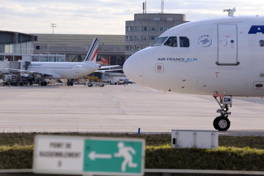 L'incident a provoqué l'évacuation des passagers d'un terminal... (Photo ERIC PIERMONT, archives AFP)