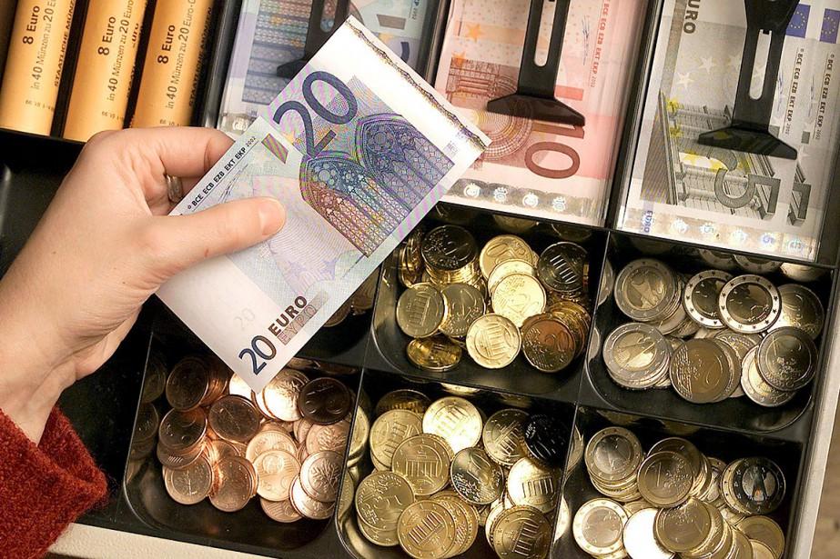 L'euro remontait jeudi face au dollar dans... (Photo MICHAEL SOHN, archives AP)