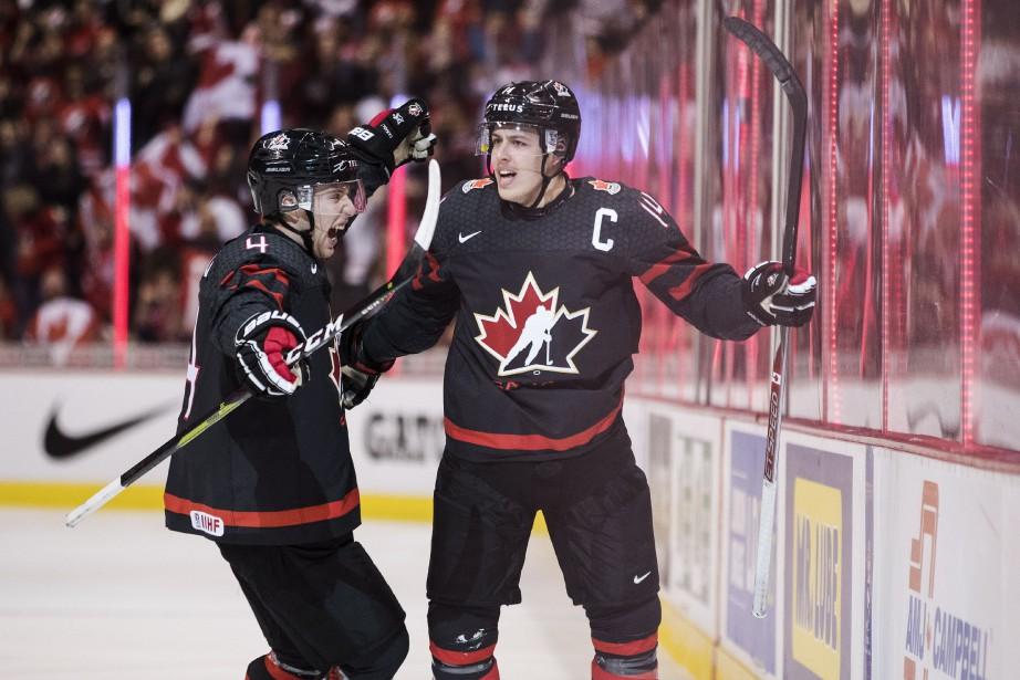 Le capitaine d'Équipe Canada junior, Maxime Comtois, célèbre... (Photo PC)