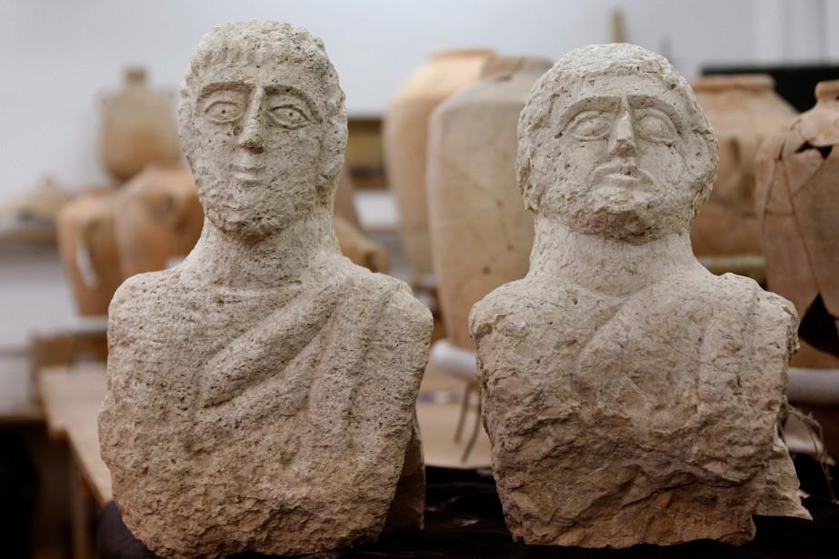 Il s'agit de sculptures grandeur nature, taillées dans... (Photo GALI TIBBON, AFP)