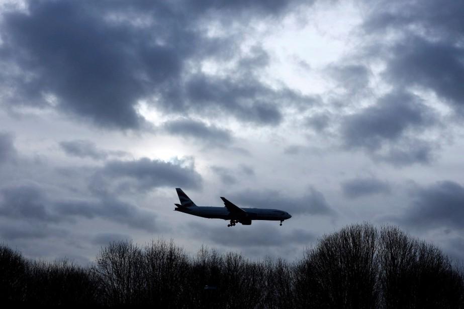 Le trafic aérien de passagers a... (Photo Kirsty Wigglesworth,  ASSOCIATED PRESS)