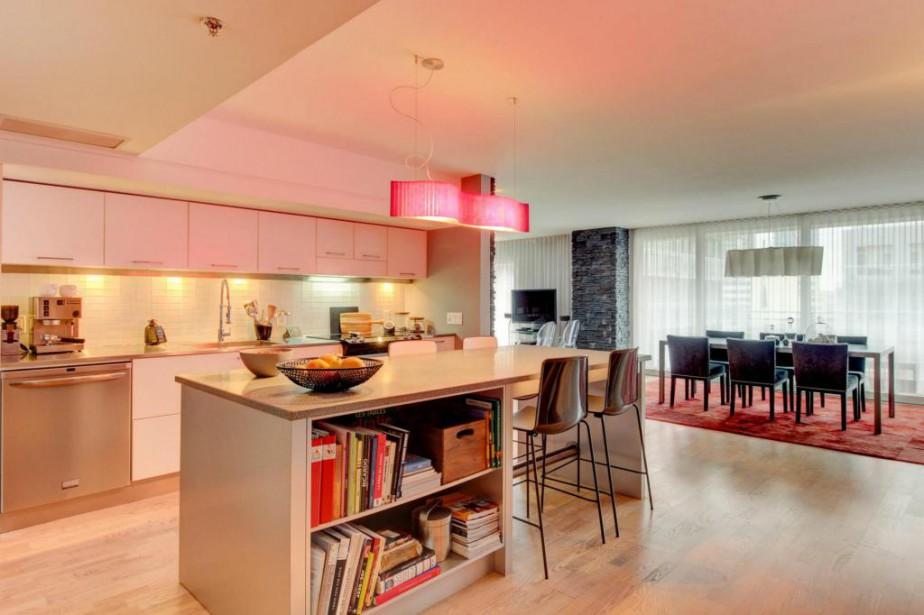 La cuisine s'ouvre sur la salle à manger... (Photo fournie par Re/Max du Cartier)