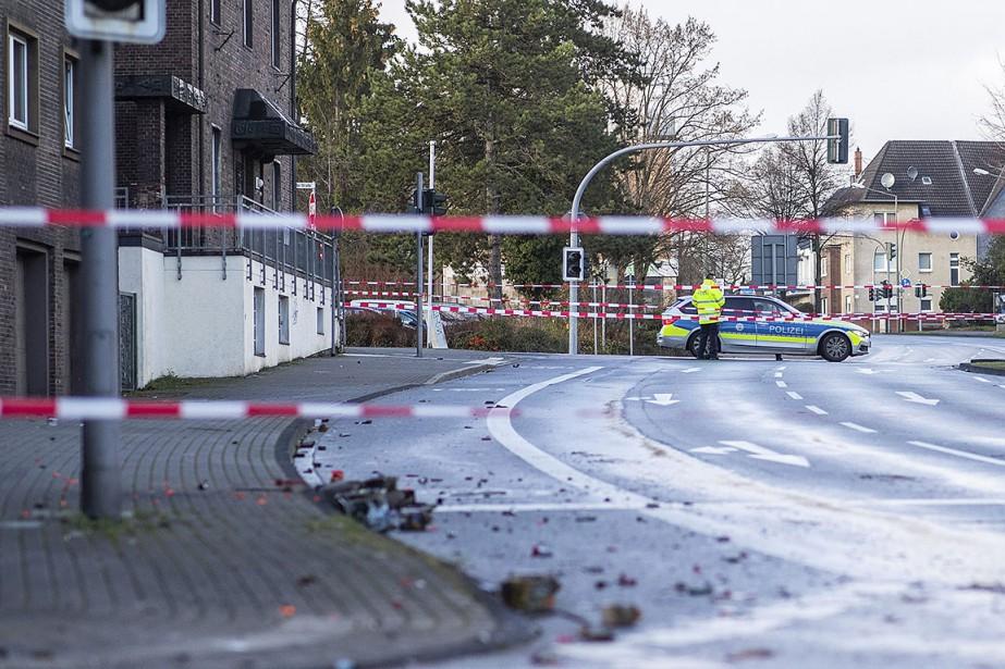 Quatre personnes ont été blessées, certaines grièvement, dont... (Photo Marcel Kusch, AP)
