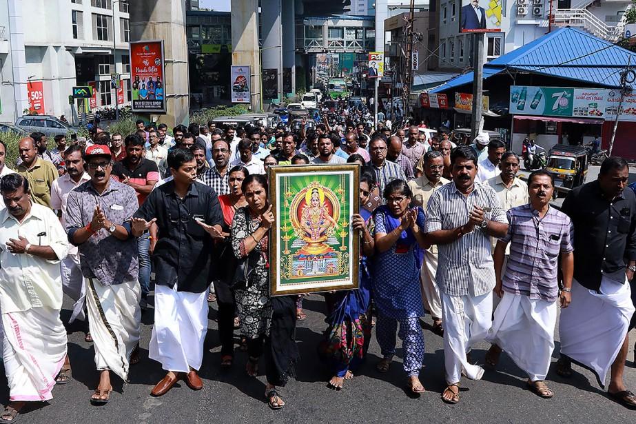 Des dizaines detraditionalistes ont manifesté à Thiruvananthapuram, la... (Photo AFP)