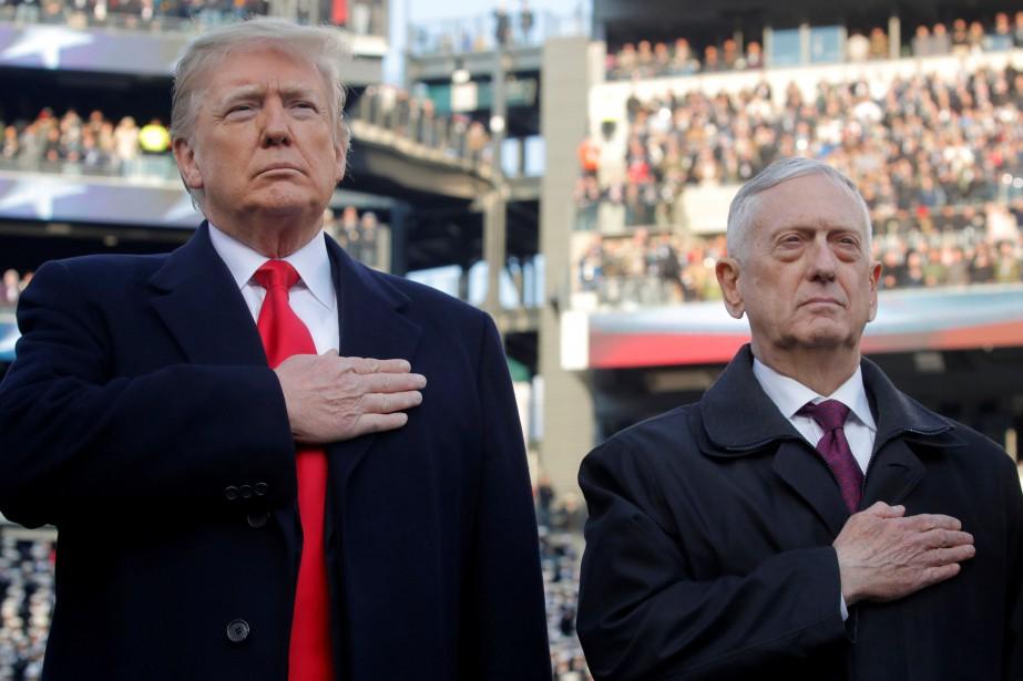 Donald Trump et Jim Mattis lors d'un match... (PHOTO REUTERS)