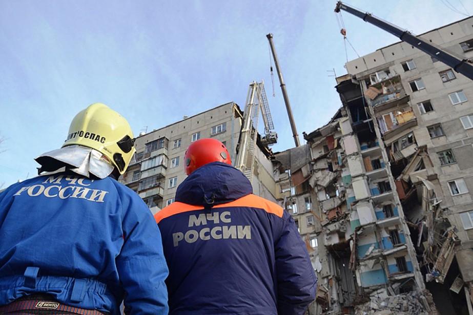 Près de 1100 personnes habitaient dans ce bâtiment... (Photo fournie par le ministère des Situations d'urgence via AFP)