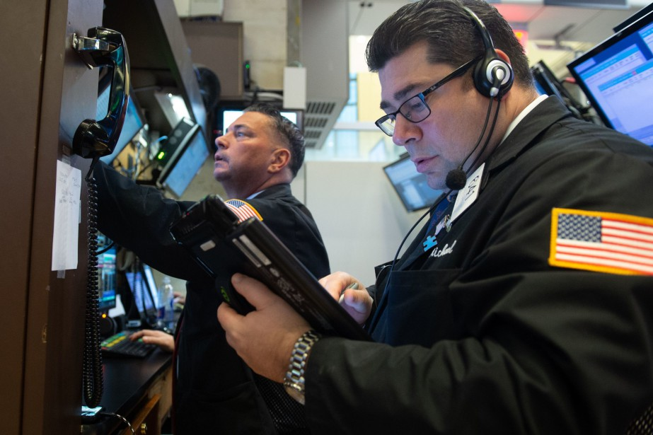 Wall Street a chuté lourdement jeudi,... (Photo BRYAN R. SMITH, archives AFP)