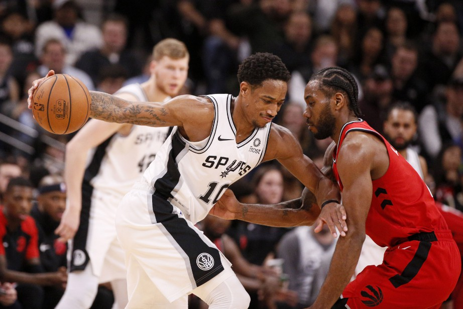 DeMar DeRozan, des Spurs, drible avec le ballon... (Photo Soobum Im, USA TODAY Sports)