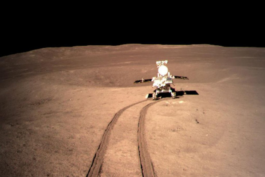 Le robot mobile Yutu-2 de la sonde Chang'e-4 a... (Photo CHINA STRINGER NETWORK via REUTERS)