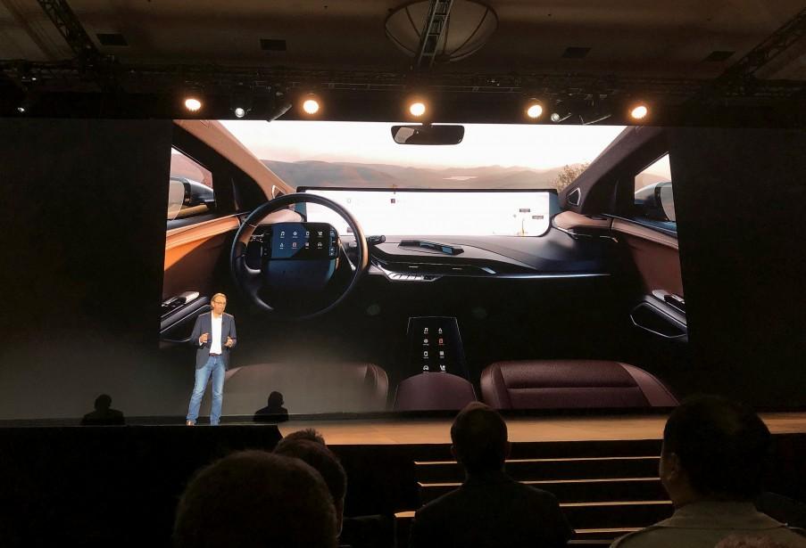 Benoît Jacob, le chef du design chez Byton, parle de l'écran de 48 pouces du M-Byte, dimanche au CES de Las Vegas. | 7 janvier 2019