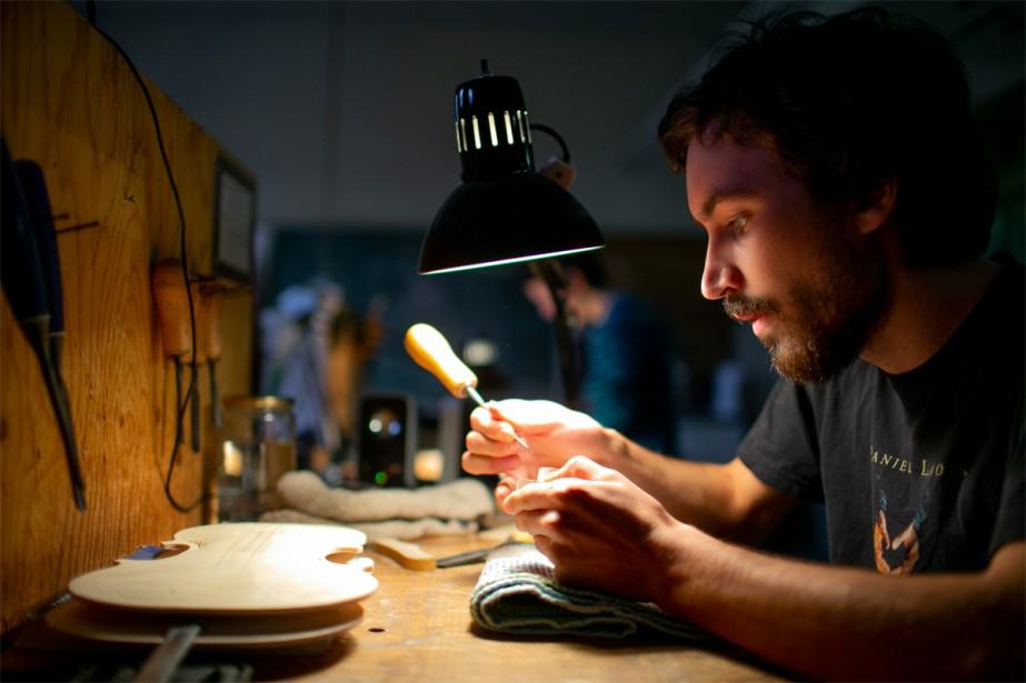 Rémi Cadieux-Lynch, luthier... (Photo David Boily, La Presse)
