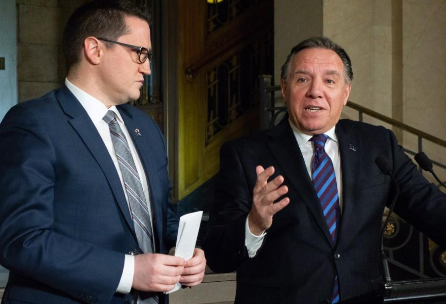 François Legault (à droite) présente le nouveau ministre... (PHOTO JACQUES BOISSINOT, LA PRESSE CANADIENNE)