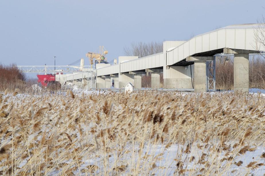 Le convoyeur de plus de 1kilomètre qui transporte... (Photo Alain Roberge, archives La Presse)