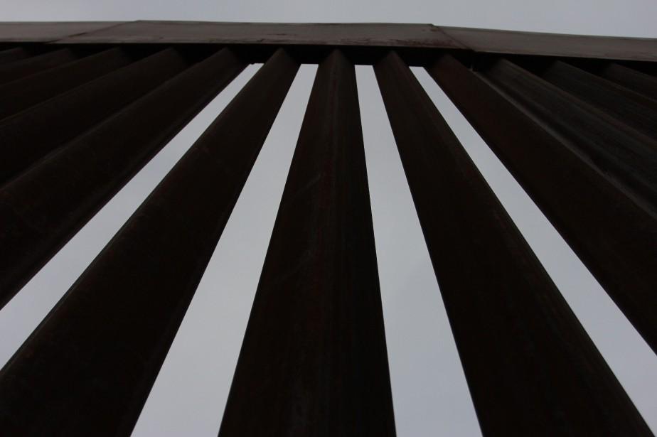 Une vue du mur entre Sunland Park et... (Photo HERIKA MARTINEZ, AFP)