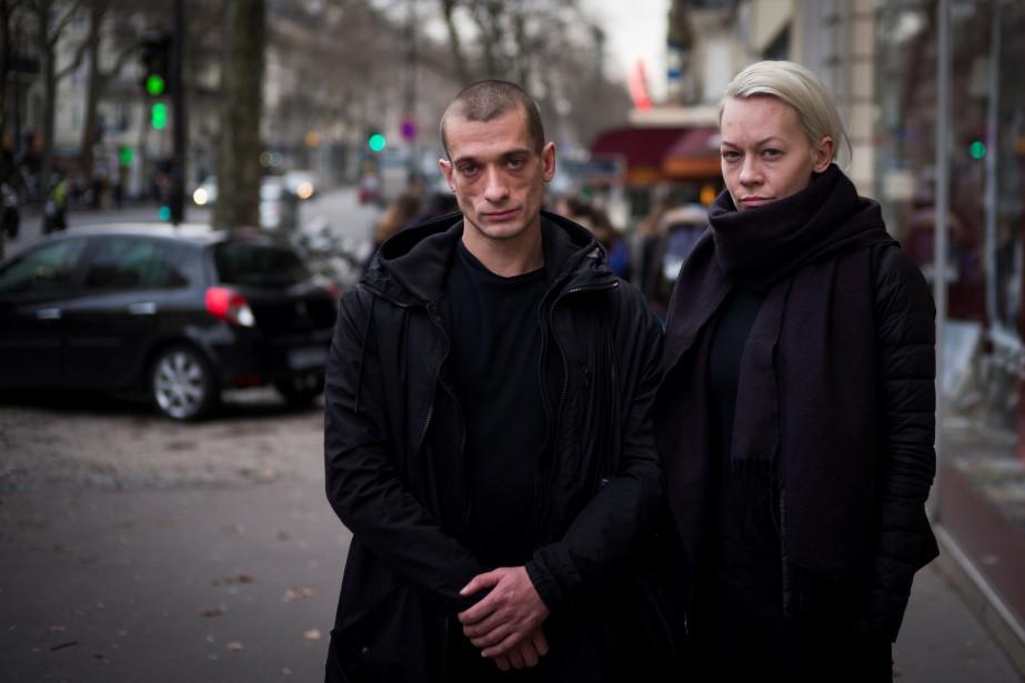 Piotr Pavlenski et son ex-compagne Oksana Chaliguina étaient... (PHOTO AFP)