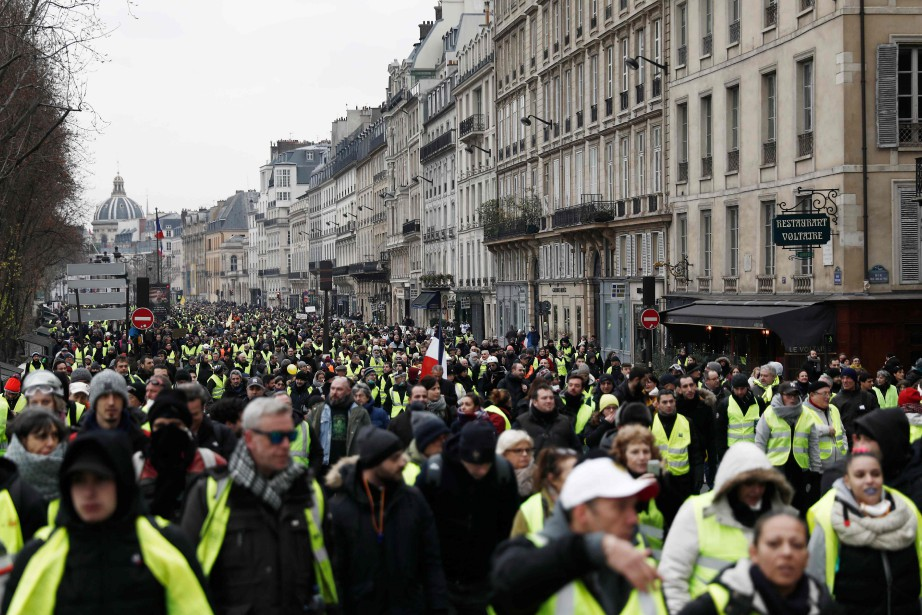 Des gilets jaunes lors d'une manifestation à Paris... (Photo SAMEER AL-DOUMY, AFP)