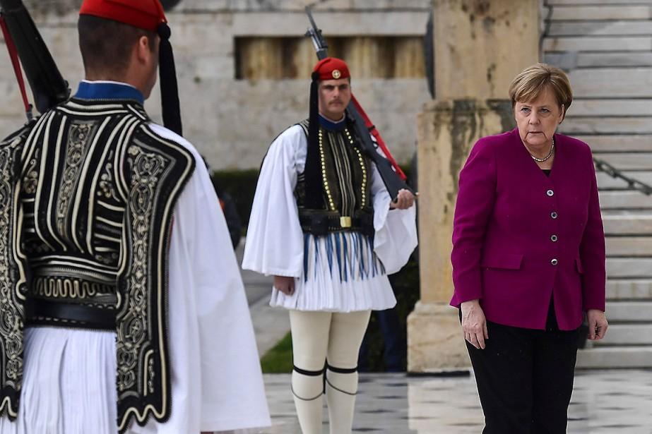 La chancelière allemande Angela Merkel est allée se... (Photo ARIS MESSINIS, Agence France-Presse)