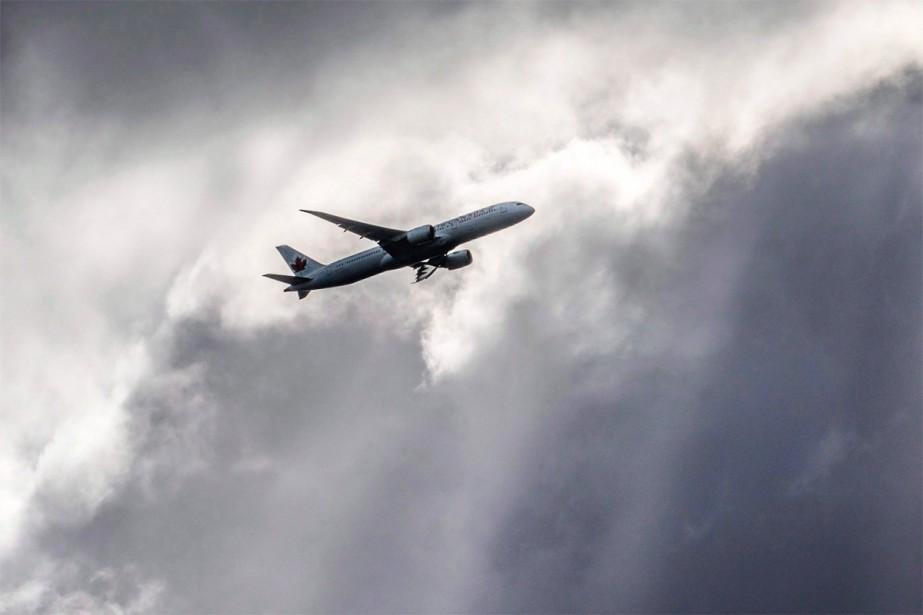 Un tiers des vols faits par le transporteur... (Photo Frank Rumpenhorst, archives Associated Press)