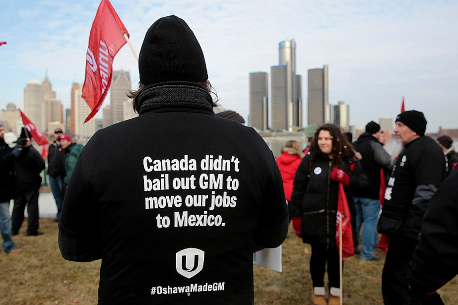 Des employés de l'usine de General Motors à... (Photo REBECCA COOK, REUTERS)
