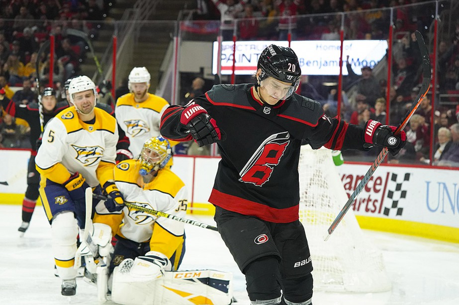 Sebastian Aho a permis aux Hurricanes de battre... (Photo James Guillory, USA TODAY)