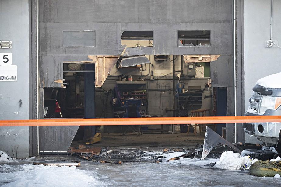 Le sinistre a éclaté à l'établissement Réparation Sept... (photo PATRICK SANFAÇon, La Presse)