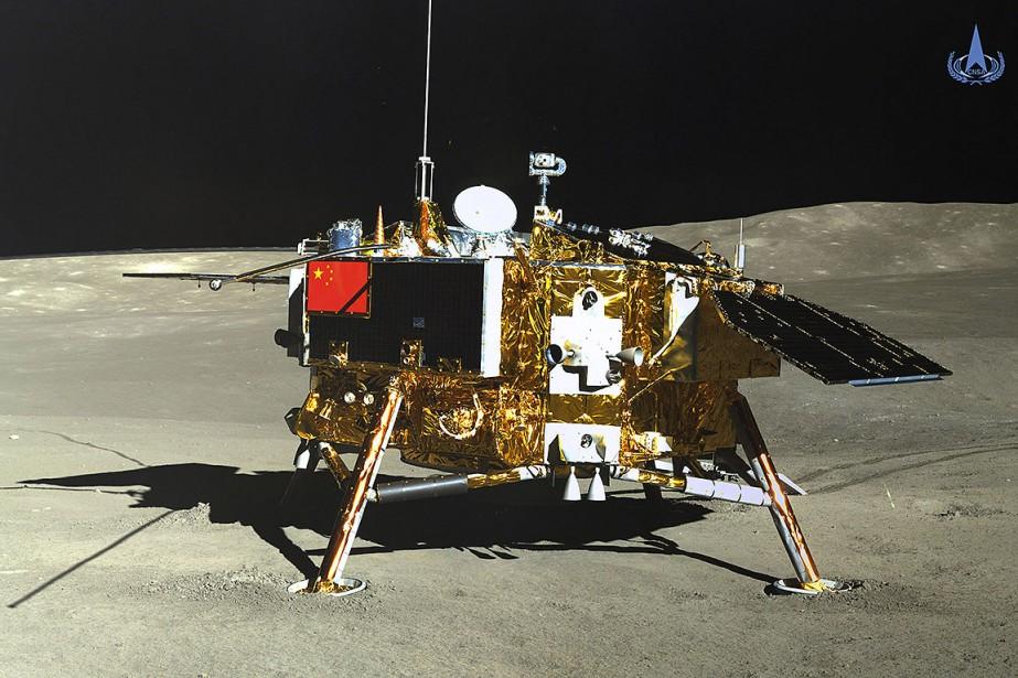 Sur cette photo, la sonde Chang'e 4, photographiée... (photo China National Space Administration, Xinhua News Agency via AP)