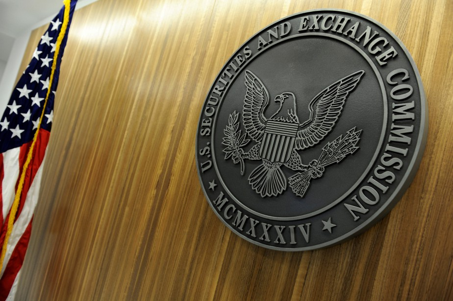 FILE PHOTO: The seal of the U.S. Securities... (Photo Jonathan Ernst, REUTERS)