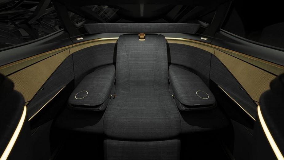 Une fois reconfigurée, la banquette arrière devient un fauteuil ample et confortable pour une personne. | 15 janvier 2019
