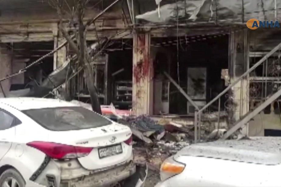 «L'attentat mené par un kamikaze a visé un... (Photo AP)
