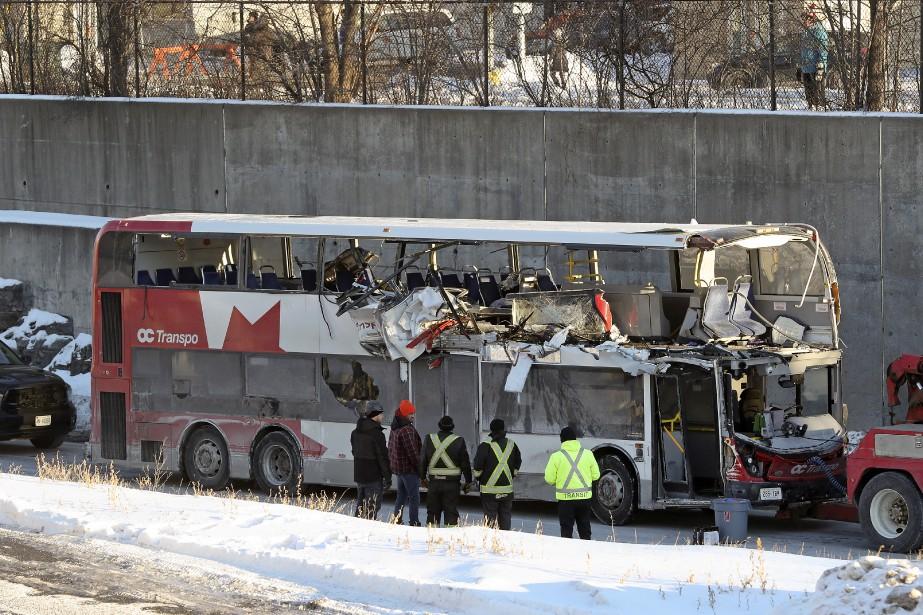 L'autobus à impériale a percuté de plein fouet... (Photo Robert Skinner, archives La Presse)