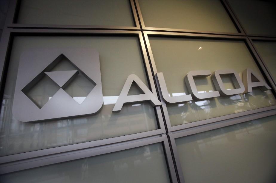 Alcoa est maintenant séparé en deux entités: l'une... (Photo Gene J. Puskar, archives AP)
