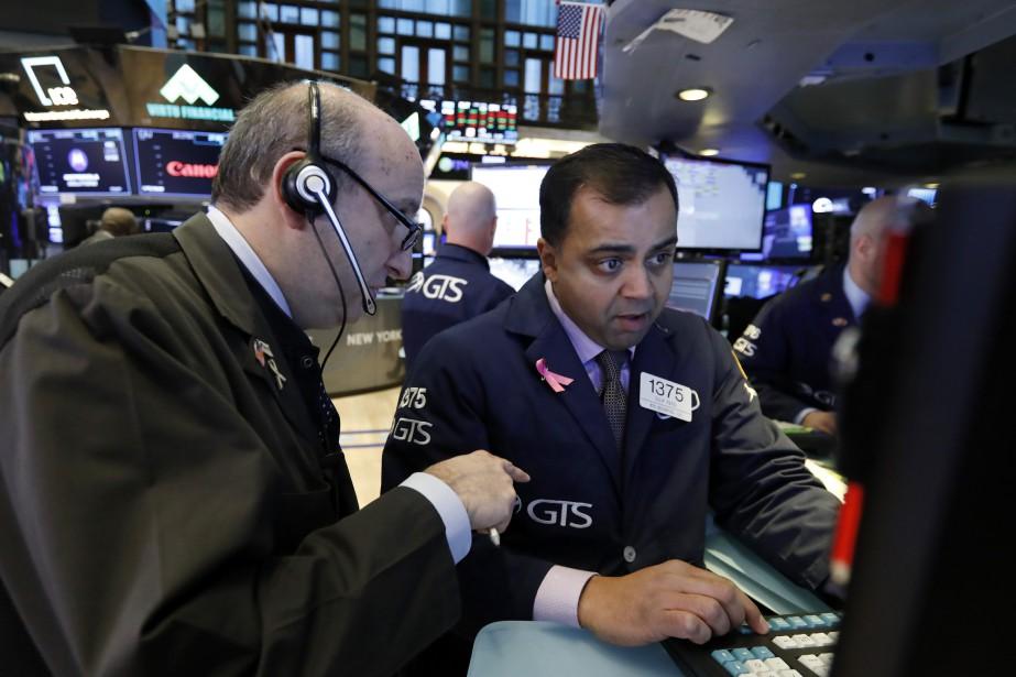 À intervalles réguliers, les indices boursiers plongent depuis... (Photo Richard Drew, AP)