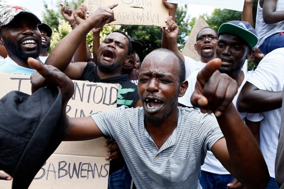 La décision samedi du gouvernement de doubler le... (Photo PHILL MAGAKOE, Agence France-Presse)