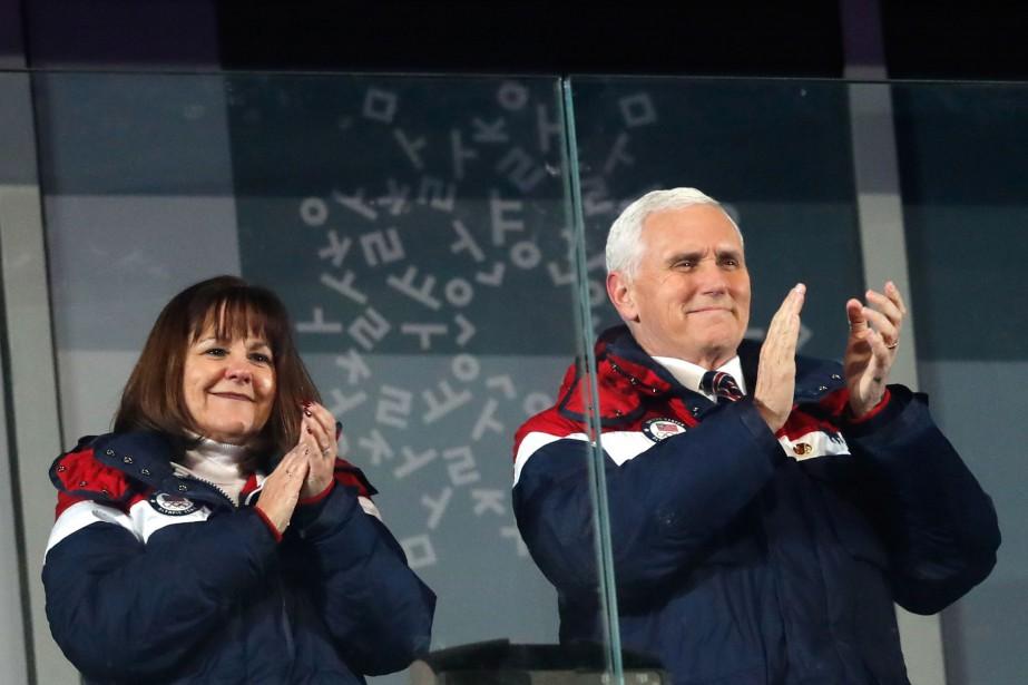 Le couple formé de Karen et Mike Pence... (Photo ODD ANDERSEN, archives Agence France-Presse)