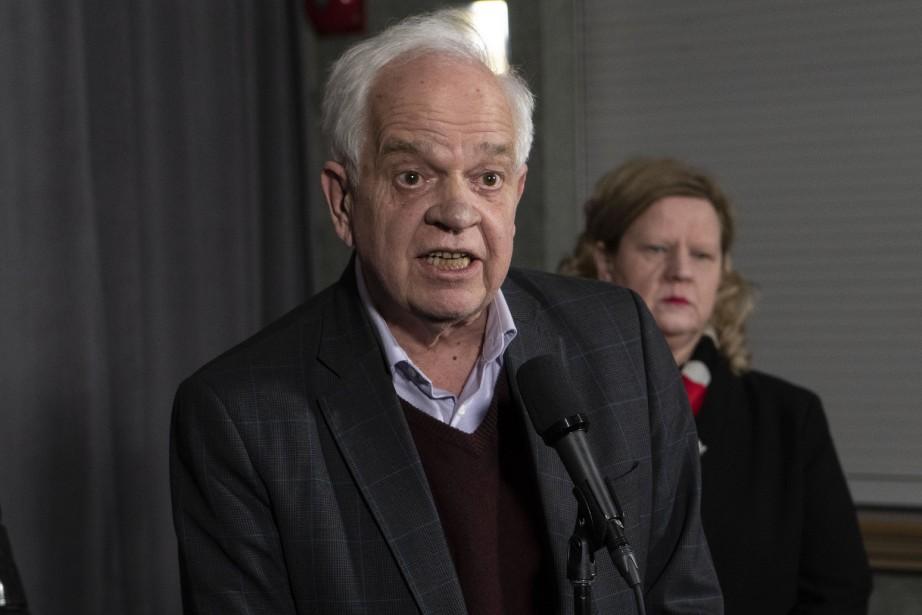 John McCallum répondait à des questions à Sherbrooke,... (Photo Paul Chiasson, la presse canadienne)