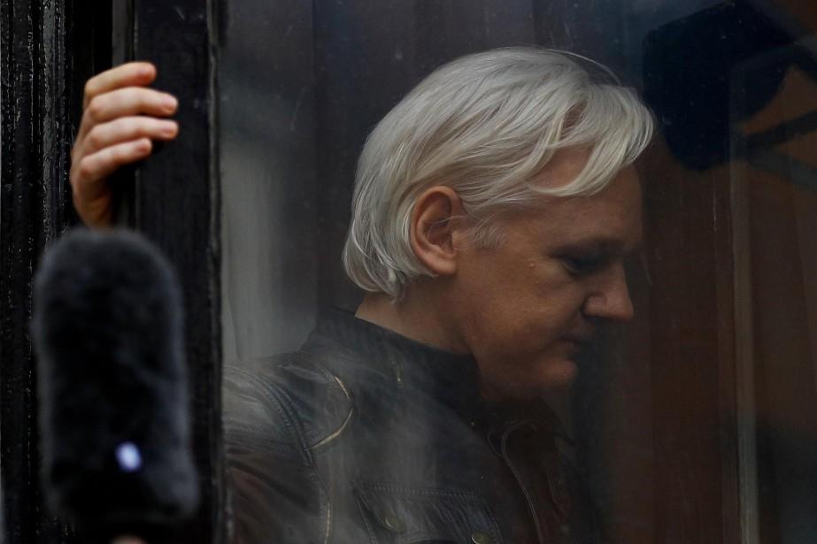 Julian Assange s'est réfugié dans l'ambassade équatorienne à... (PHOTO REUTERS)