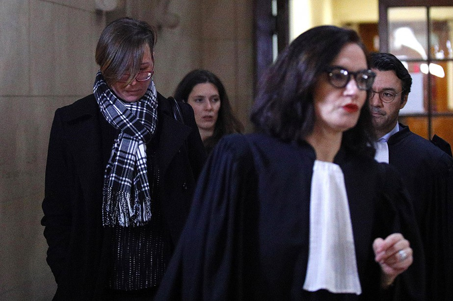 Emily Spanton (à gauche) arrive au procès de... (Photo Francois Mori, Associated Press)