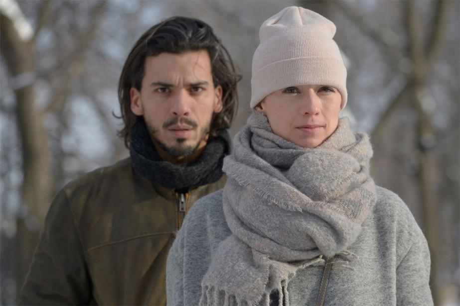 Tewfik Jallab et Karine Vanasse dans Malek, un... (Photo fournie par Les Films Séville)