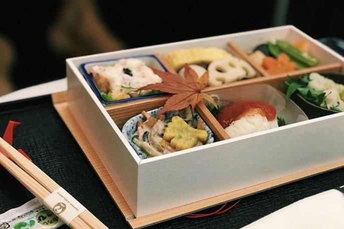 Repas servi sur Japan Airlines en classe affaires... (PHOTO TIRÉE DU COMPTE INSTAGRAM AIRPLANEFOODSELFIE)