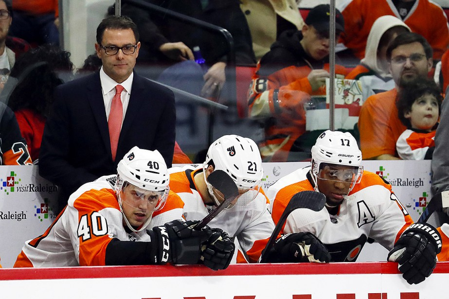 L'entraînement des Flyers Scott Gordon a gardé le... (Photo Karl B DeBlaker, archives Associated Press)