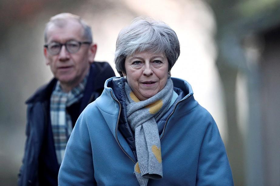 La première ministre Theresa May s'entretiendra par téléphone... (Photo HANNAH MCKAY, REUTERS)