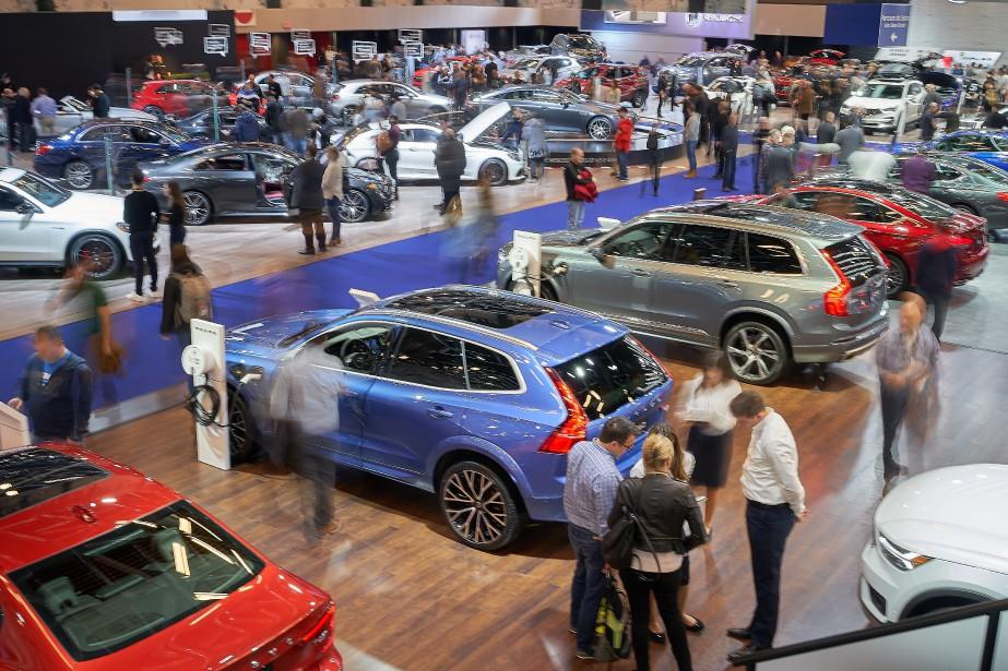 Les premiers arrivants juste après l'ouverture du Salon de l'auto... | 2019-01-21 00:00:00.000