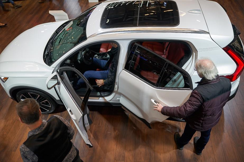 Cette Volvo a attiré l'attention de ces visiteurs. | 21 janvier 2019