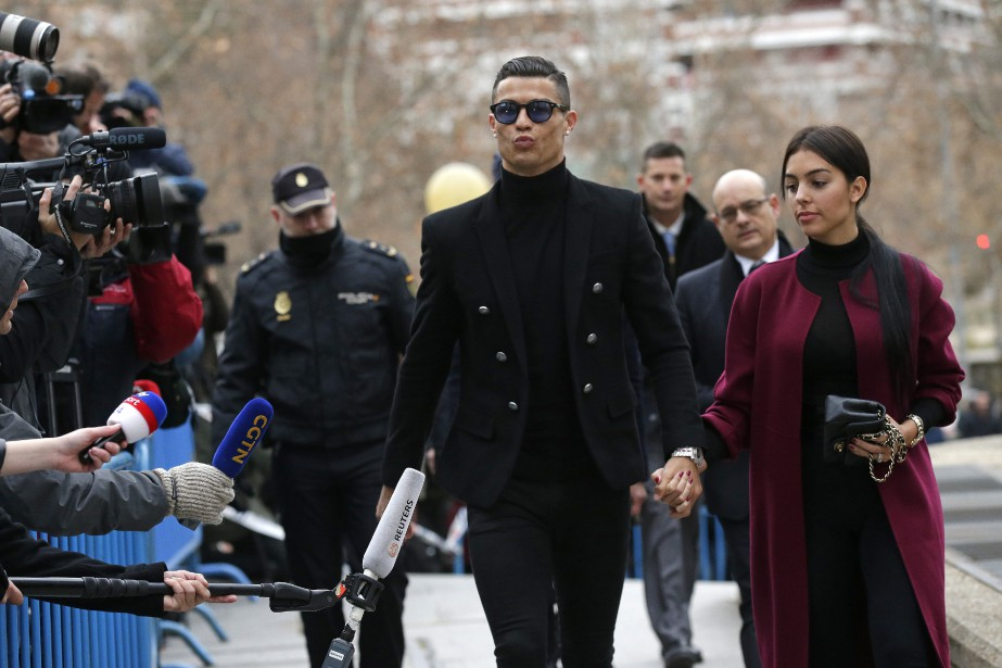 Cristiano Ronaldo à son arrivée au palais de... (Photo Manu Fernandez, Associated Press)