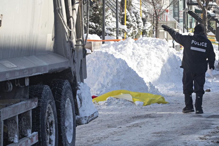 Le véhicule sortait d'une ruelle lorsqu'il a fauché... (Photo Patrick Sanfaçon, La Presse)
